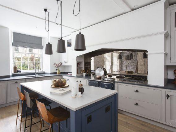 ESSE 990 EL in blue kitchen