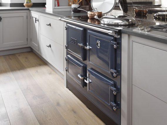 ESSE 990 EL in blue kitchen angled