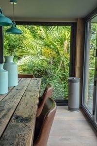 ESSE Vector windows corner