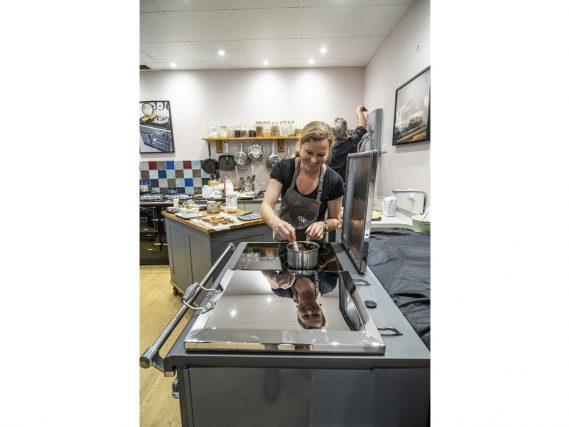 ESSE 990 ELX kitchen stirring pan on hob