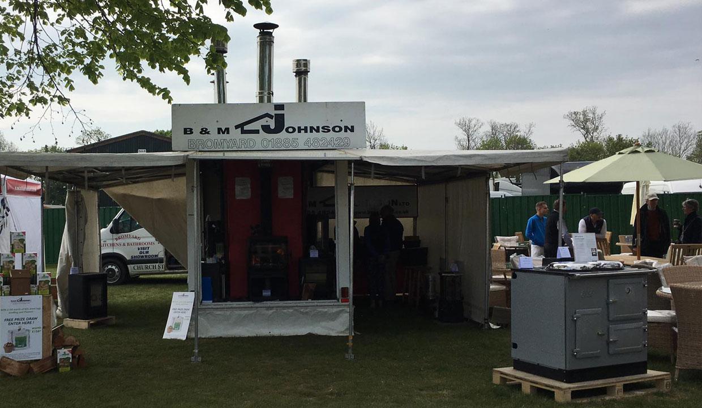B&M Johnson show stand