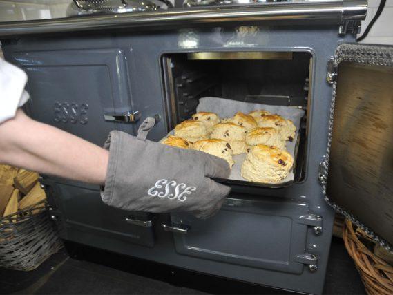 ESSE 990 Hybrid scones in the oven