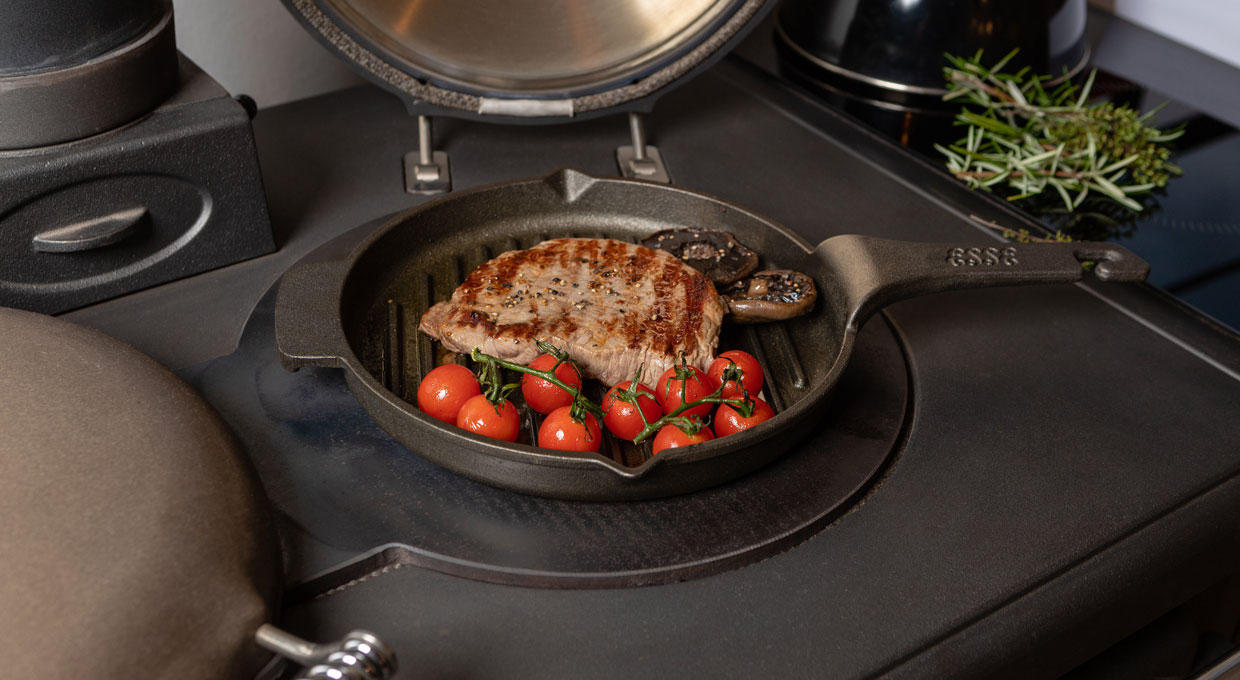 ESSE griddle pan on hob with steak and tomatoes
