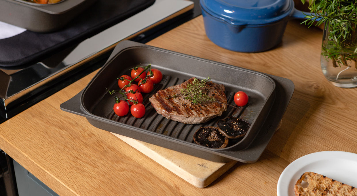 ESSE griddle pan steak and tomatoes cooked